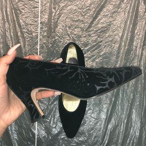 Evan Picone black velvet heels